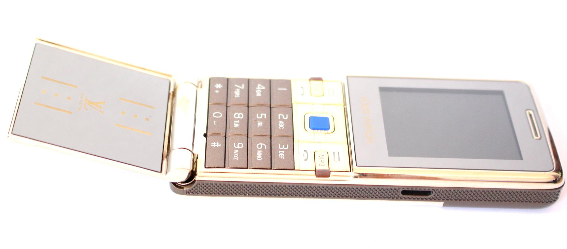 Điện thoại nắp bật V9+