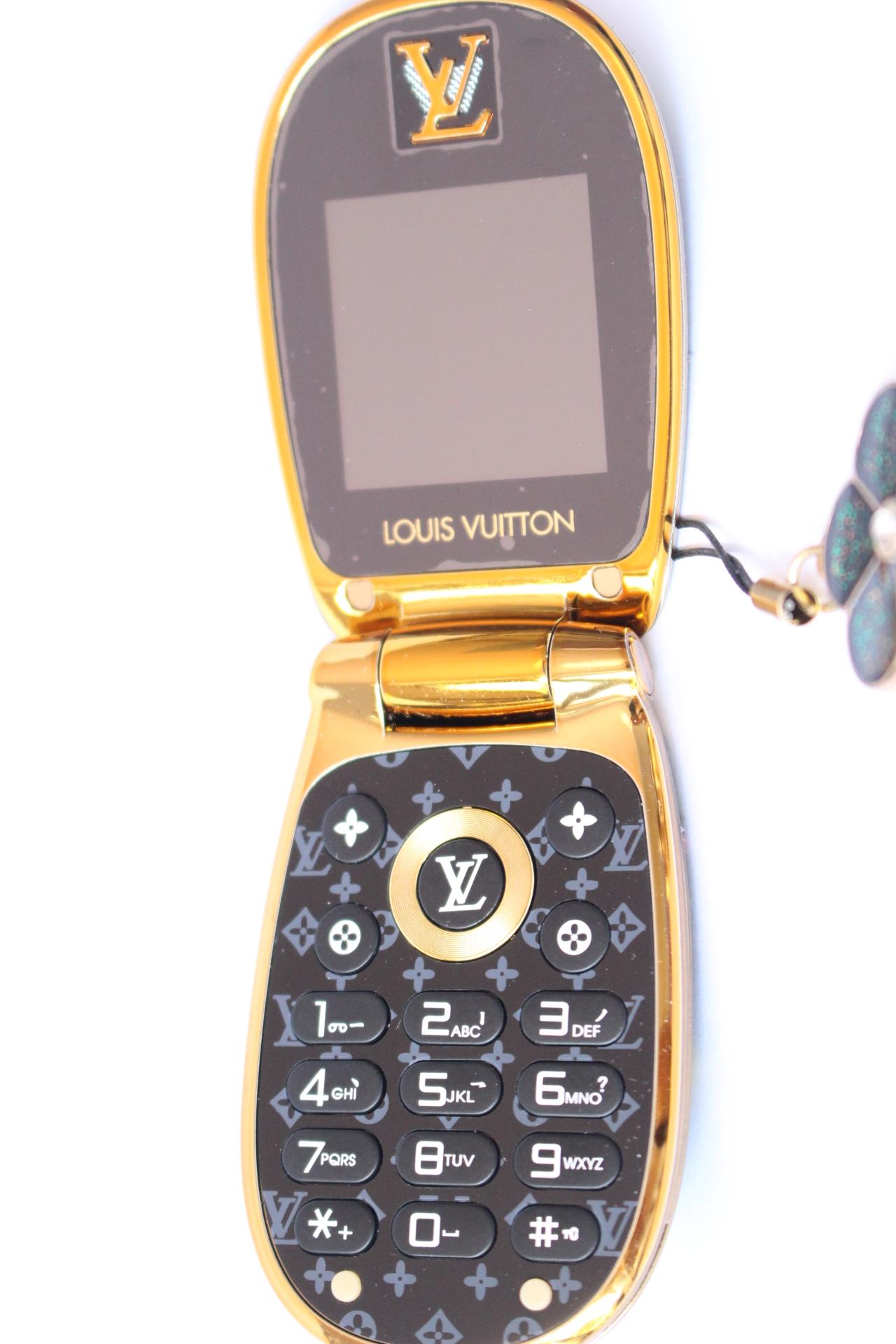 Điện thoại nắp bật M9