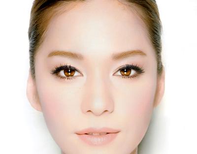 Bật kíp tạo mắt to tròn như búp bê với gel kẻ mắt