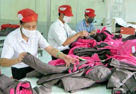 Xuất khẩu hàng dệt may Việt Nam sang Nga: cơ hội và thách thức
