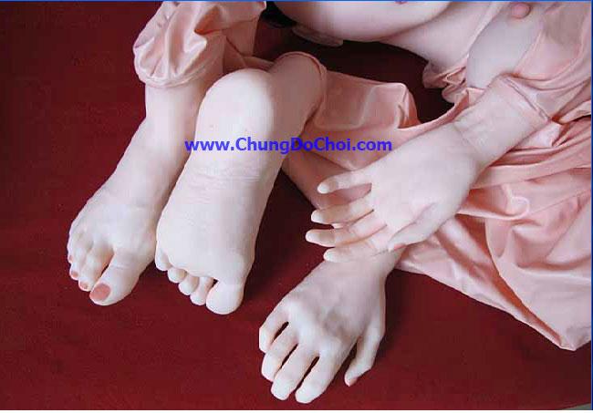 Chi tiết bàn tay và bàn chân của búp bê tình dục