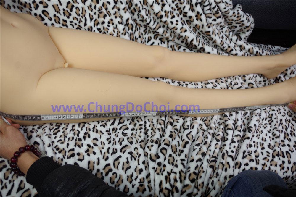Cặp chân dài trắng nõn nà không một khuyết điểm