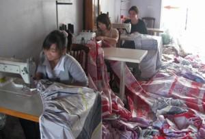 Mục Sở Thị Công Nghệ Sản Xuất Chăn, Đệm Siêu Rẻ Và… Siêu Rởm