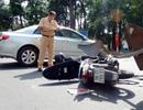 Vượt đèn đỏ, ôtô Camry tông 2 xe máy