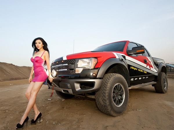 Người đẹp và Ford F-150