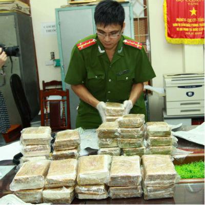 Phá chuyên án vận chuyển 60 bánh heroin