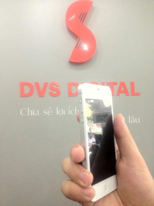 Đập hộp chiếc iPhone 5 đầu tiên tại Việt Nam