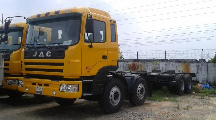 Xe tải JAC 4 chân máy 310 HP