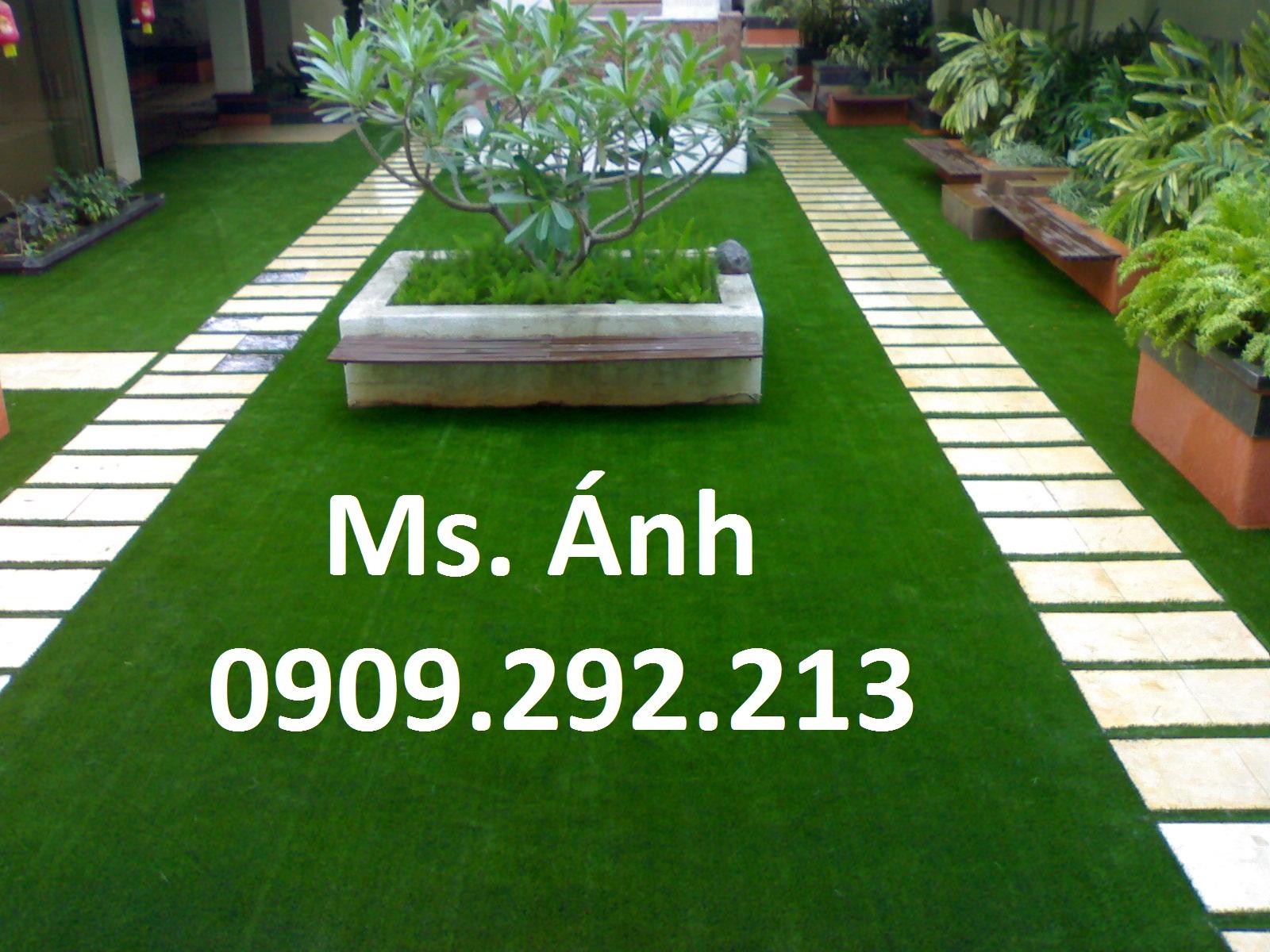 Ứng dụng cỏ nhân tạo sân vườn trang trí văn phòng sang trọng đầy sức sống