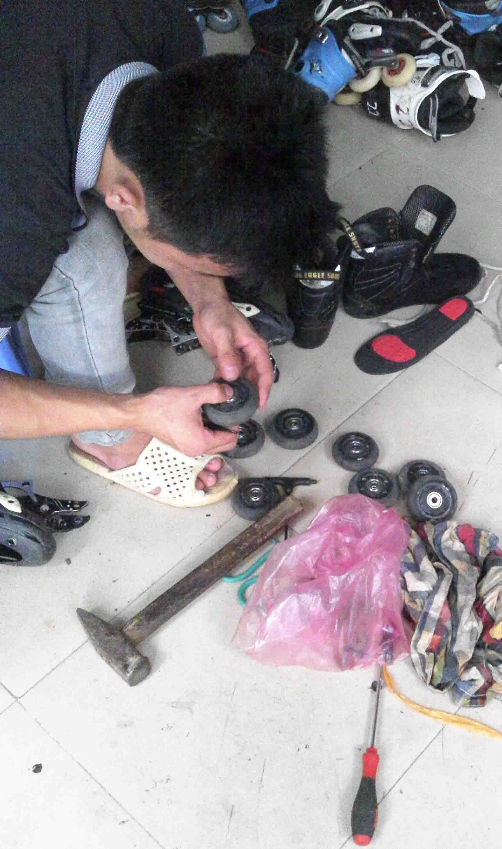 sửa chữa giầy patin