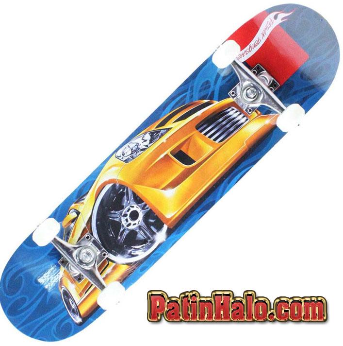 """""""Đại gia"""" trẻ đua nhau trò chơi trượt ván skateboard"""