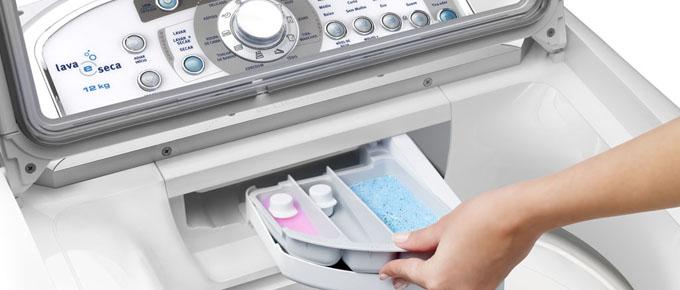 Vệ sinh khay đựng nước xả và bột giặt