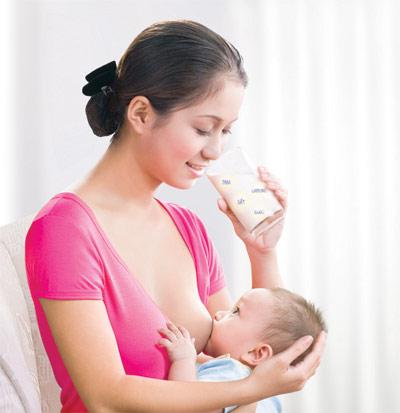 Cách giặt đồ dính vết sữa mẹ