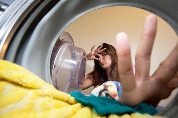 Phải làm gì khi máy giặt có mùi hôi