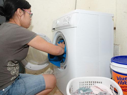 Máy giặt Electrolux bị rò điện ra vỏ?