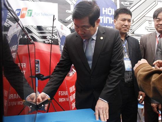 Hàng trăm người dân Thái Nguyên trải nghiệm sản phẩm của FPT Telecom