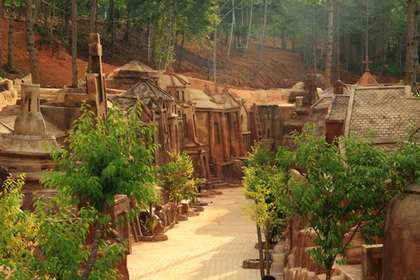 Kết quả hình ảnh cho Đường hầm điêu khắc Đà Lạt