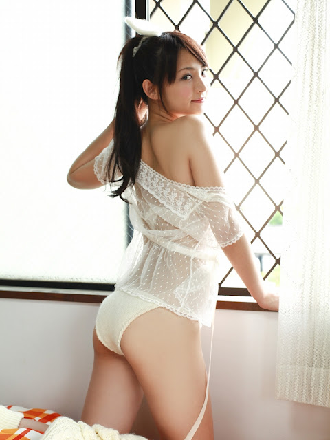 Saki Suzuki glasses girl