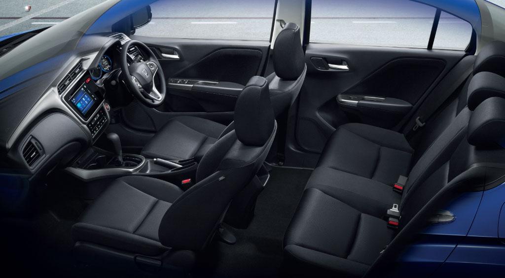 Khoang xe Honda city 2015
