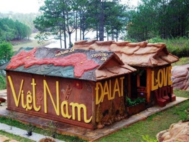 Ngôi nhà bằng đất đỏ Bazan ở Đà Lạt