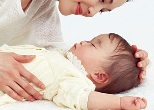 Đọc' triệu chứng sốt ở trẻ để dùng thuốc đúng