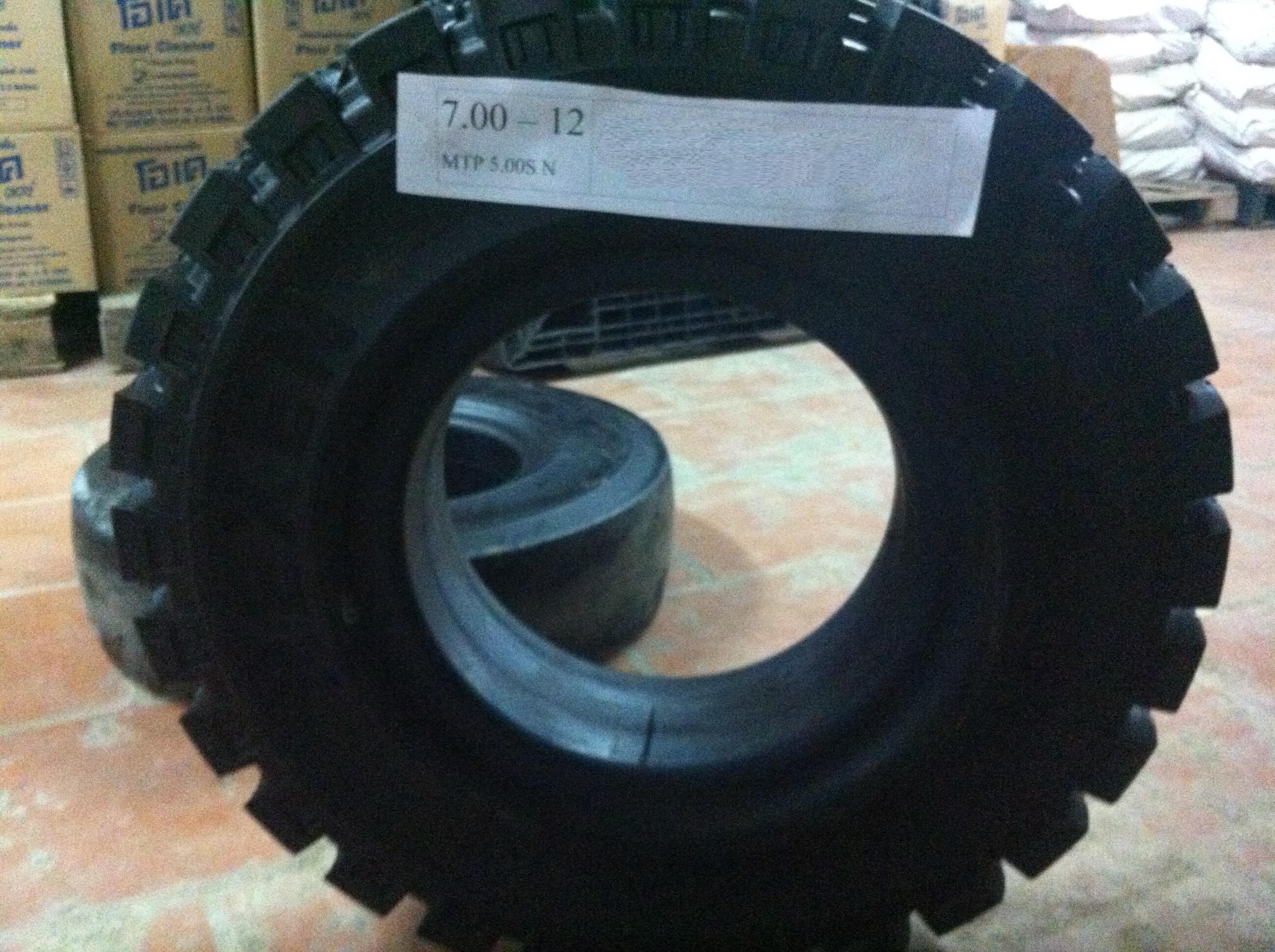 Lốp (vỏ) xe nâng dặc 700-12 có vân của NEXEN Hàn Quốc