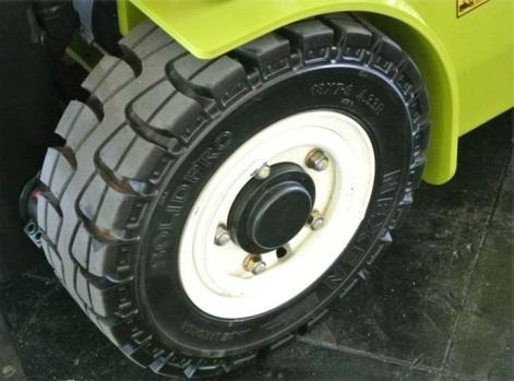 Lốp cho xe nâng hàng