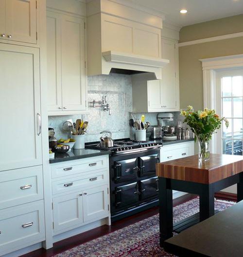 Bộ đôi đen – trắng luôn đem đến cho tủ bếp phong cách sang trọng thời thượng