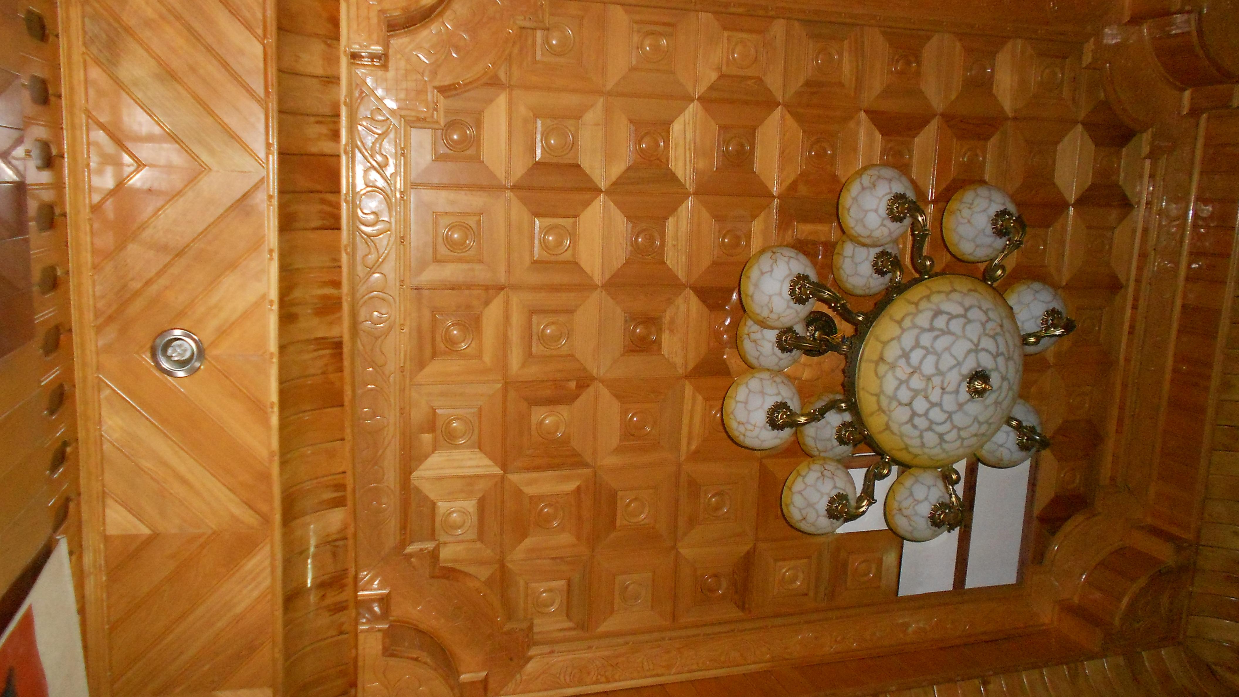 Trần gỗ Pơmu nhà anh Đạt, địa chỉ Hoàng Cầu-Hà Nội
