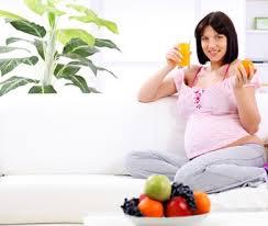 Kiểm soát cảm giác thèm ăn vặt khi mang thai