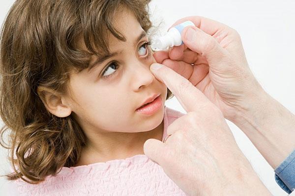 Bảo vệ mắt cho bé an toàn
