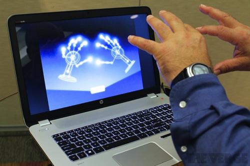 Laptop đầu tiên thế giới điều khiển bằng chuyển động