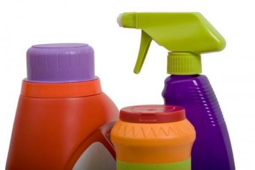 Làm việc một cách an toàn với hóa chất tẩy rửa