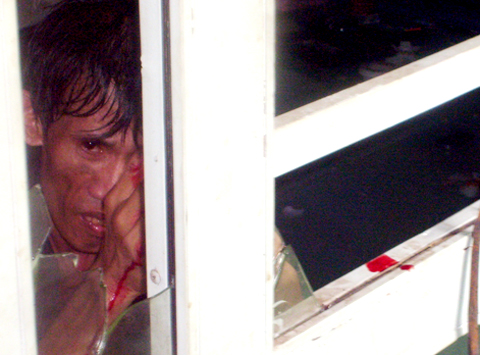 Kẻ tử thủ dùng hung khí 'tẩm' máu nhiễm HIV