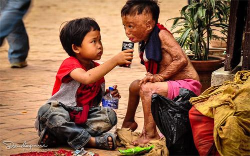Nghĩa cử cao đẹp của cậu bé nghèo khổ