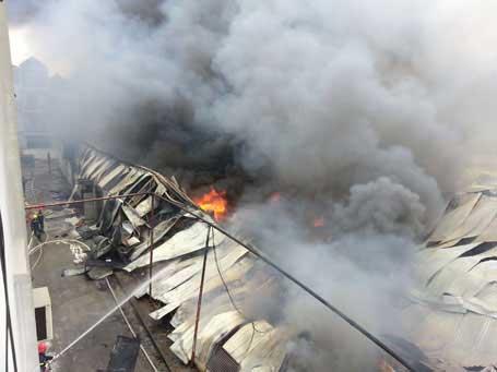 Cháy cực lớn tại Công ty len Hà Đông - Hà Nội