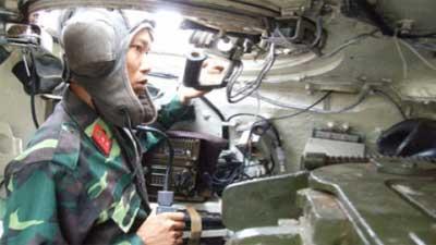 Hiện đại hóa hệ thống thông tin liên lạc trên xe tăng - Lắp mạng Viettel