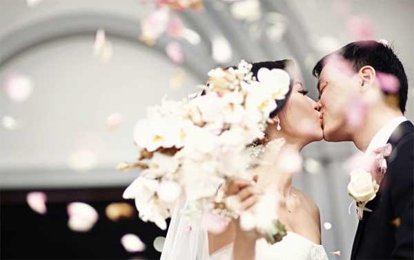 Uyên ương Việt kiều chuẩn bị cưới từ xa