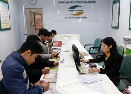 Chị Châm nhân viên Viettel Phúc Yên trả lại ví tiền khách hàng bỏ quên