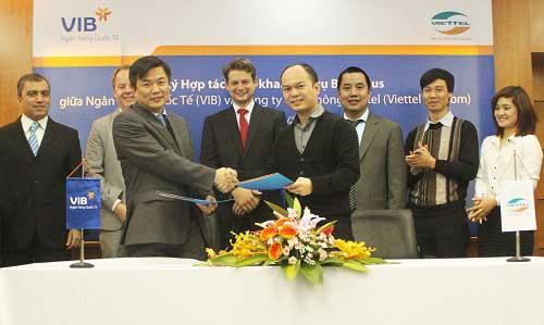 VIB phối hợp với Viettel Telecom ra mắt dịch vụ Mobile BankPlus