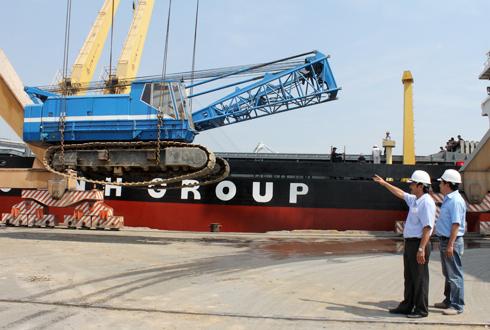 Bầu Đức đem máy móc, vật tư sang Myanmar xây cao ốc