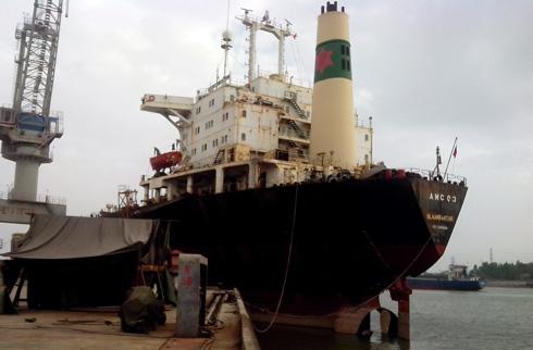 Tàu 'ma' trăm tỷ bán rẻ hơn sắt vụn