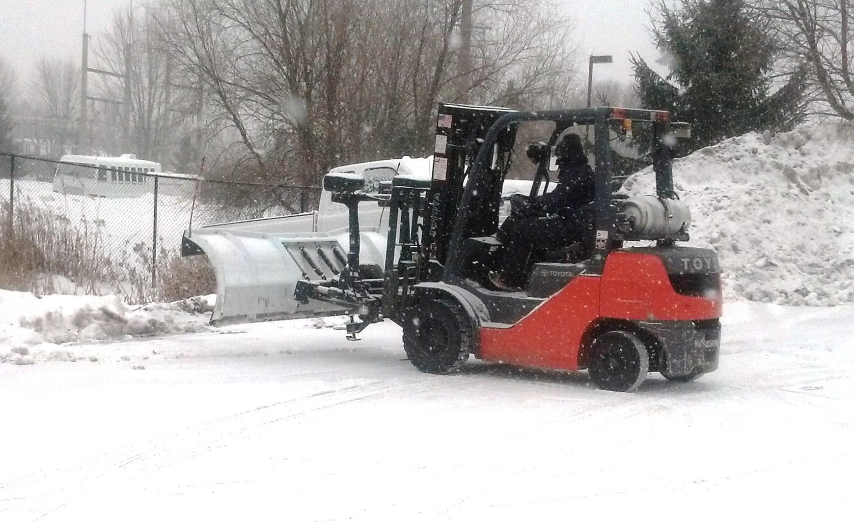 Xe nâng xúc tuyết