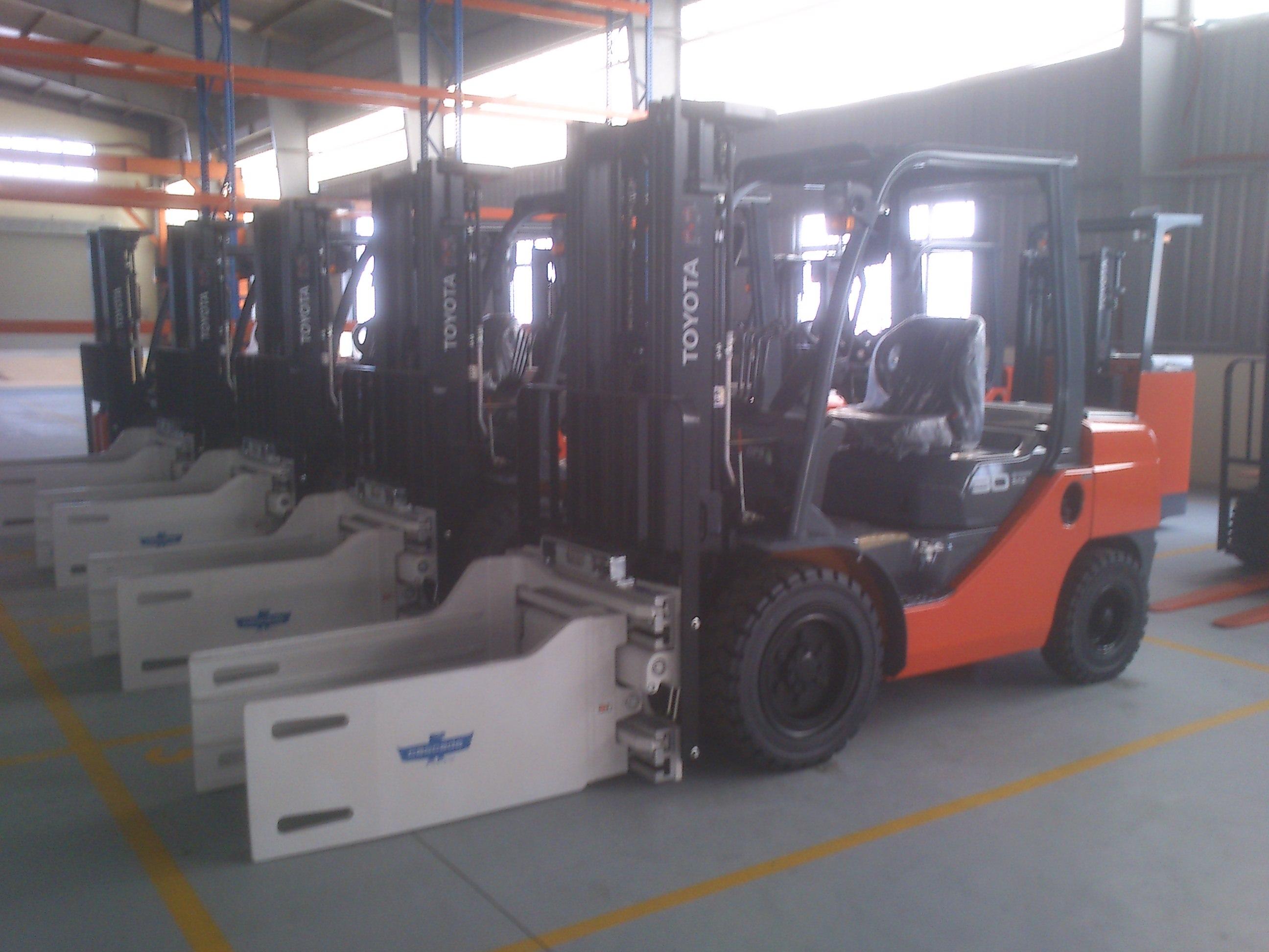 Dịch vụ cho thuê xe nâng hàng - Forklift for rent