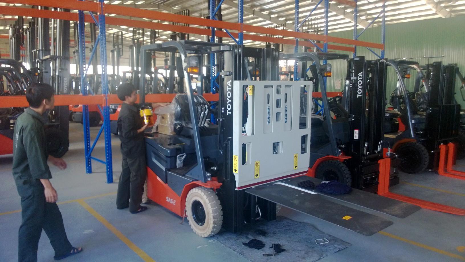 Xe nâng TOYOTA Push-Pull 1,5 tấn