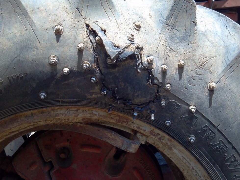 Lốp xe nâng rất dẽ bị hư hỏng, cần phải sử dụng loại có chất lượng