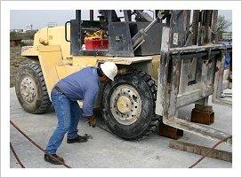 Lốp xe nâng đem lại chất lượng cho xe nâng hàng: vận hành êm, dễ dàng