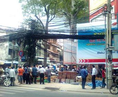 Hà Nội: Sập giàn giáo, 6 công nhân tử nạng