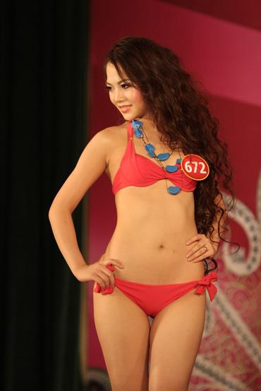 Thí sinh Hoa hậu Việt Nam khoe dáng chuẩn với bikini