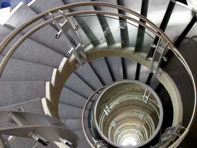 Cầu thang - đường dẫn khí